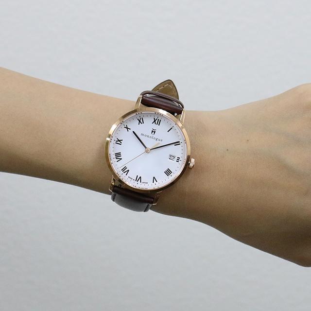 40mmの時計をつけた女性の手